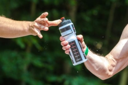 gesundes-wasser-beim-fitnesstraining